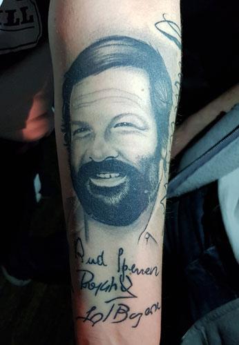 Bud Spencer Tattoo auf Unterarm mit Autogramm