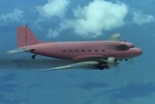 Flugzeug Douglas DC-3 aus dem Film Zwei Himmelhunde aus dem Weg zur Hölle