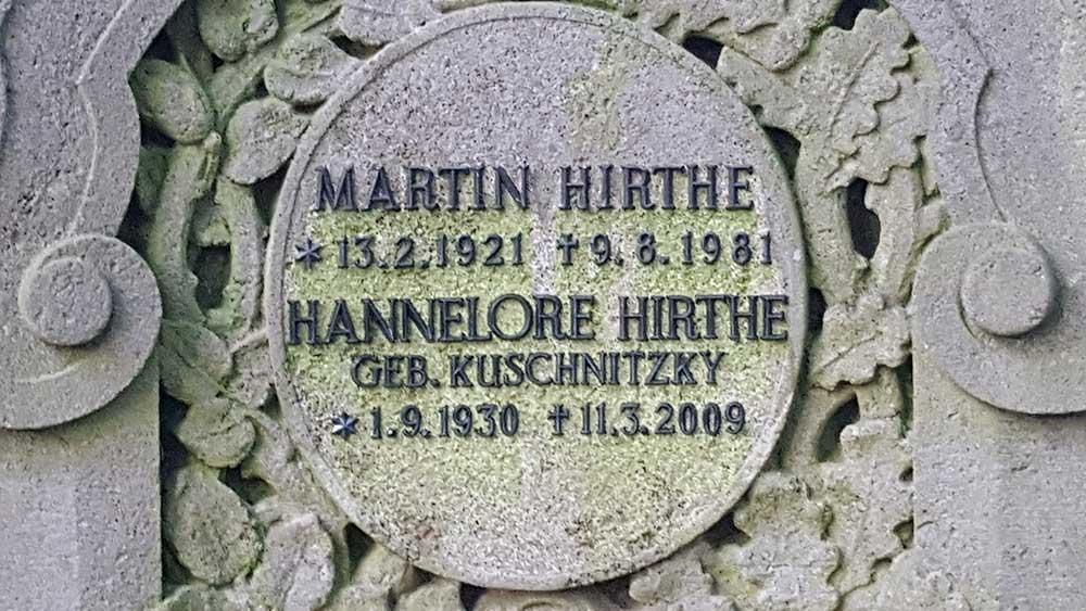 Der Grabstein von Martin Hirthe auf dem Waldfriedhof Zehlendorf